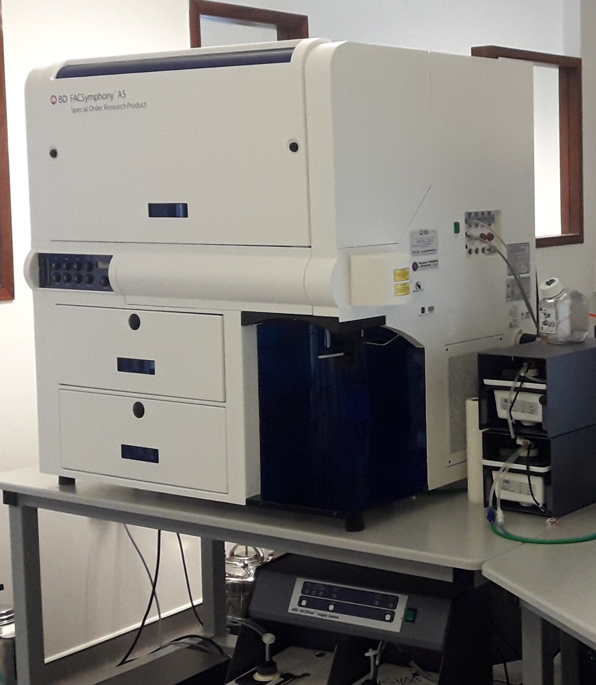 The Cytocell platform equips itself with a 32-parameter cytometer analyser